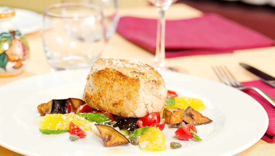 Swordfish with citrus fruit and pistachios